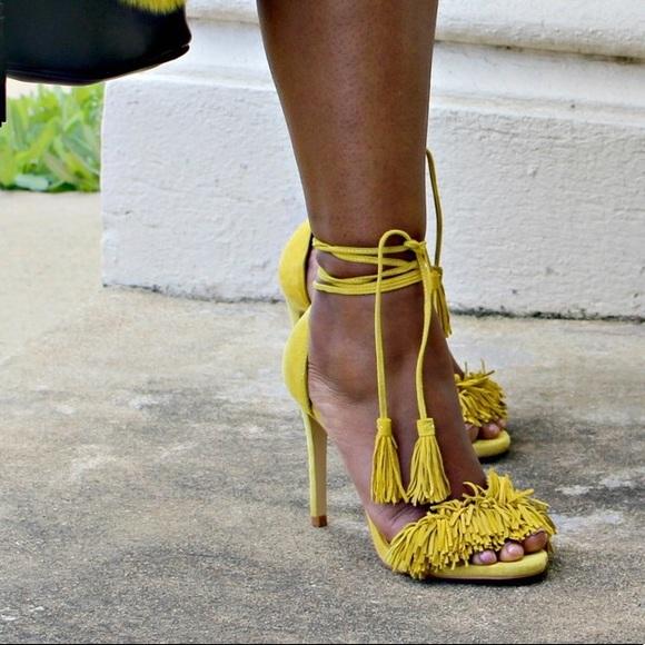 3963e67018bf Steve Madden yellow fringe sandals. M 5a5e2f8372ea88e039035d09